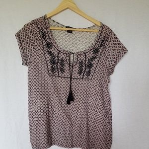 LUCKY BRAND EMBROIDERED PEASANT TOP SIZE M.